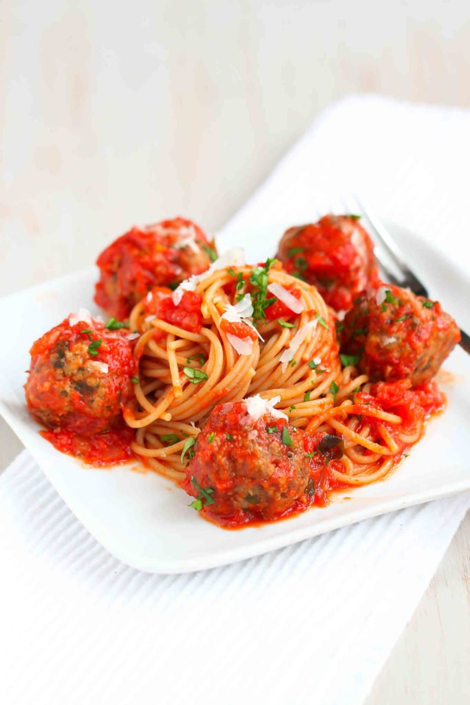 For a crowd pleaser, you just can't beat a slow cooker spaghetti recipe, particularly when meatballs are involved! Slow Cooker Spaghetti and Meatballs is always a family favorite. The lean meatballs are served in a delicious, easy homemade tomato sauce. | Crockpot Recipes | Crock Pot | Easy | Sauces | Baked | Italian | Easy #crockpotrecipes #dinner