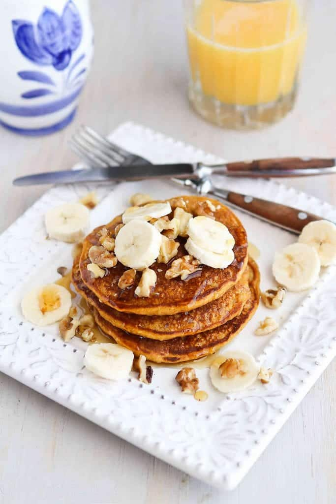 Sunday brunch or a holiday breakfast, these Whole Wheat Gingerbread Pumpkin Pancakes are perfectly spiced and positively addictive! 136 calories and 4 Weight Watchers SmartPoints | Healthy | Easy | From Scratch | Best | Fluffy | Oatmeal | Kids #pumpkinpancakes #healthybrunchrecipes #christmasbreakfast #thanksgivingbreakfast #weightwatchers