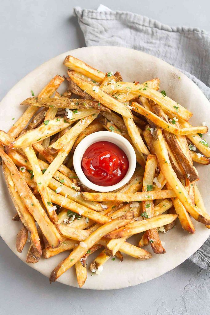 This baked French fries recipe couldn't be easier. A dose of garlic and Parmesan cheese makes them irresistibly good! 151 calories and 5 Weight Watchers SP | Oven | Homemade | Healthy | Easy | Seasoned | Best | Home Made | Super Bowl Recipes | With Cheese #bakedfrenchfries #ovenbakedfries #healthyfries #vegetarian #superbowlrecipes #wwrecipes #weightwatchers