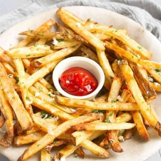 You will not be able to stop at just one...or 5...of these garlic Parmesan fries. Good thing they're baked! Perfect for game day snacking or serving up with burgers. 151 calories and 5 Weight Watchers SP | Oven | Homemade | Healthy | Easy | Seasoned | Best | Home Made | Super Bowl Recipes | With Cheese #bakedfrenchfries #ovenbakedfries #healthyfries #vegetarian #superbowlrecipes #wwrecipes #weightwatchers