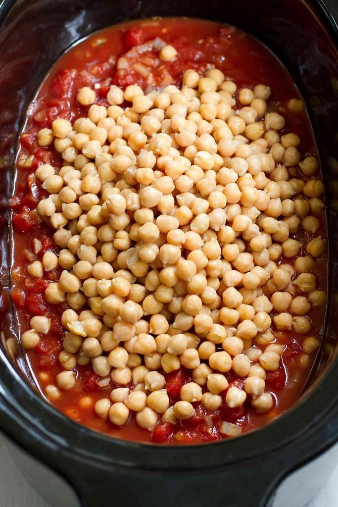 Cooked chickpeas in a slow cooker