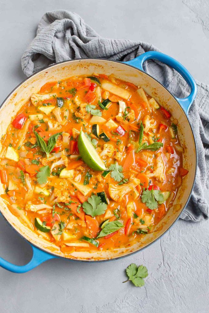 This Vegetarian Thai Curry recipe is a flavorful and healthy plant based meal. Easy to make and packed with veggies. 189 calories and 6 Weight Watchers SmartPoints | Vegetarian | Plant Based | Curry Paste | Recipe | Sauce | Coconut Milk | Easy | Spicy | Healthy #plantbased #vegancurry #thaicurry #vegandinnerideas #wwrecipes #weightwatchers