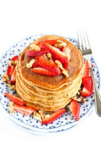 My kids can eat their weight in these Healthy Banana Pancakes. Fluffy and full of flavor, they're great for breakfast or dinner! 152 calories and 3 Weight Watchers SP | Easy | Pancake Recipe | Fluffy | Whole Wheat | Simple #bananapancakes #wholewheatpancakes #healthypancakes #brunchrecipes #healthybreakfastideas #smartpoints #weightwatchers