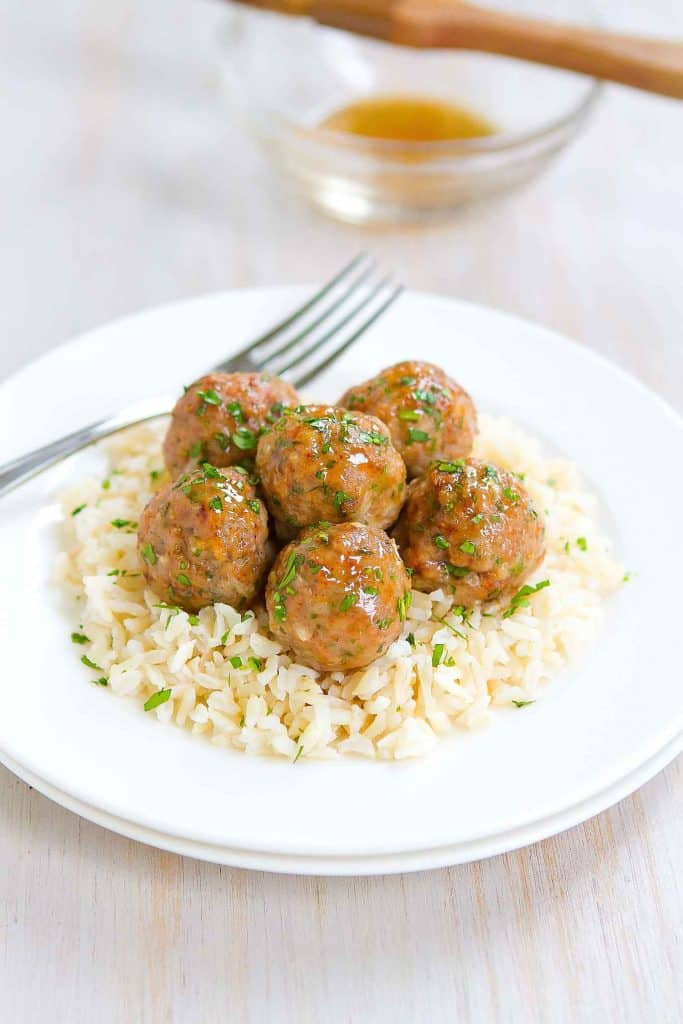 Who can resist a plateful of Honey Garlic Baked Turkey Meatballs?! Great as appetizers or served over rice as an easy dinner. 239 calories and 7 Weight Watchers SP | Easy | Healthy | In The Oven | Easy | Asian | Recipe | Meal Prep | Dinner #turkeymeatballs #bakedmeatballs #appetizerrecipes #dinnerideas #healthyrecipes #smartpoints #wwrecipes