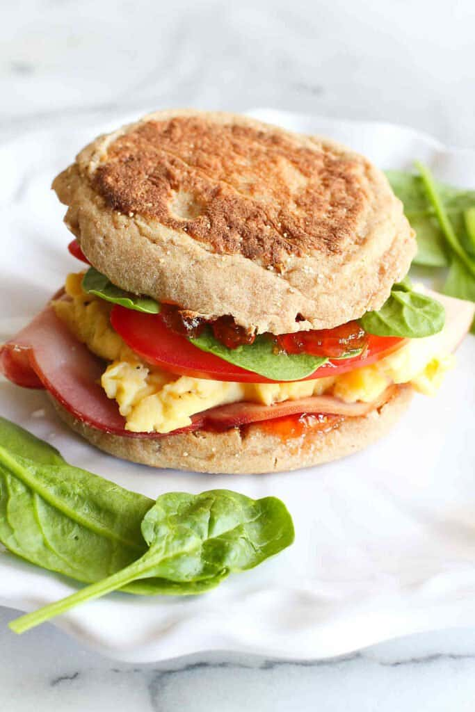 This English muffin breakfast sandwich is what egg lovers' dreams are made of – a little sweet, a little savory and a lot of flavor! 255 calories and 6 Weight Watchers SP | Recipes | Healthy | Easy | Homemade | Ideas | Egg | Pepper Jelly | Best #breakfastsandwich #eggsandwich #healthybreakfast #easybreakfastrecipes #weightwatchers #smartpoints
