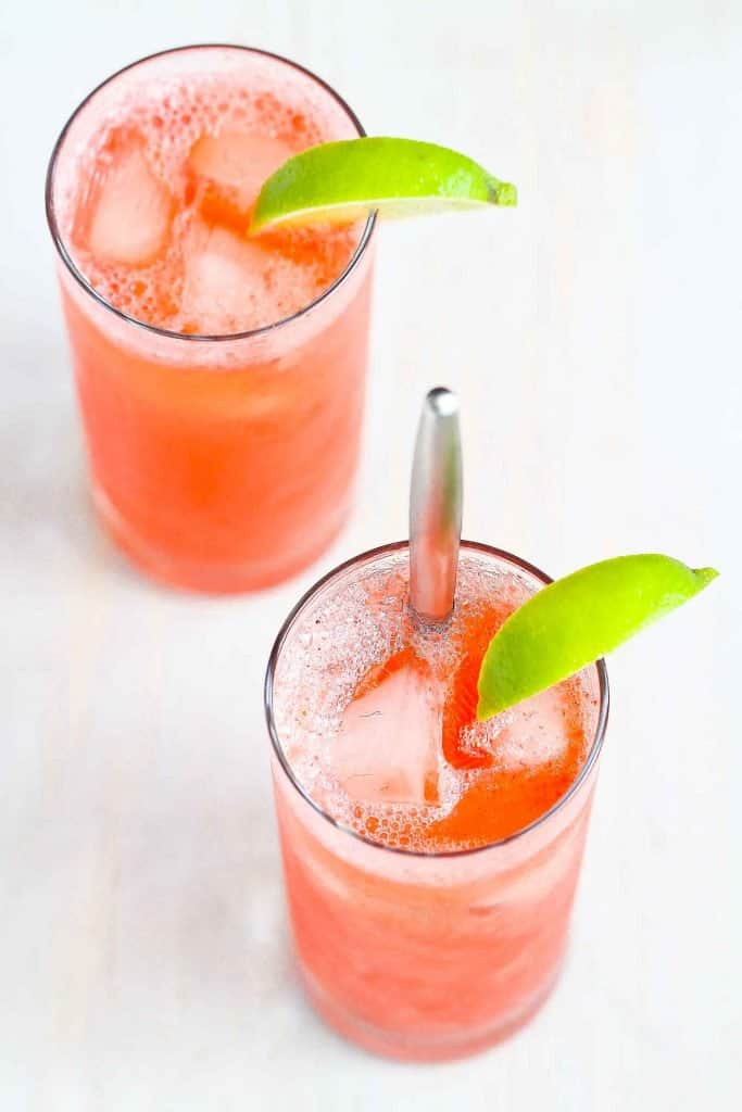 Perfect for Mother's Day or happy hour on any day! The classic Tom Collins cocktail get a twist with some fresh strawberry puree. Fruity & delicious! 188 calories and 6 Weight Watchers SP   Drink recipes   Gin   Cocktails #tomcollins #happyhour #strawberrycocktails #cocktailrecipes #tomcollinscocktails #weightwatchers