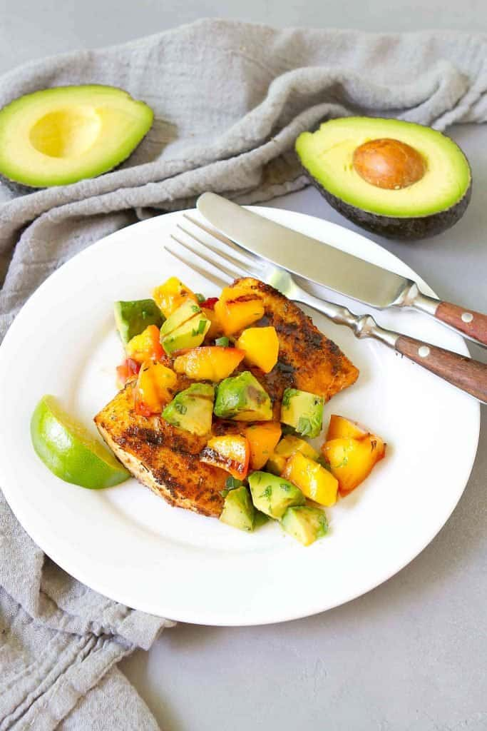Grilled avocado and peach salsa over spiced, grilled mahi mahi is the perfect way to celebrate the fresh flavors of summer. 311 calories and 5 Weight Watchers SP | Grilled fish | Recipes mahi mahi | How to | Recipes healthy #grilledfish #mahimahi #grilledavocado #weightwatchers #smartpoints