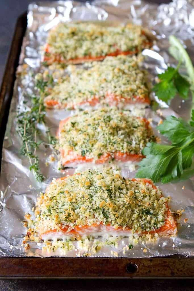 Parmesan Crusted Salmon is one of the easiest weeknight meals you can throw together! Serve it up with a side of rice and some steamed veggies or a salad. 290 calories and 3 Weight Watchers SP | Oven Baked | Recipes | Easy | Quick | Dinner #salmonrecipes #bakedsalmon #weightwatchers