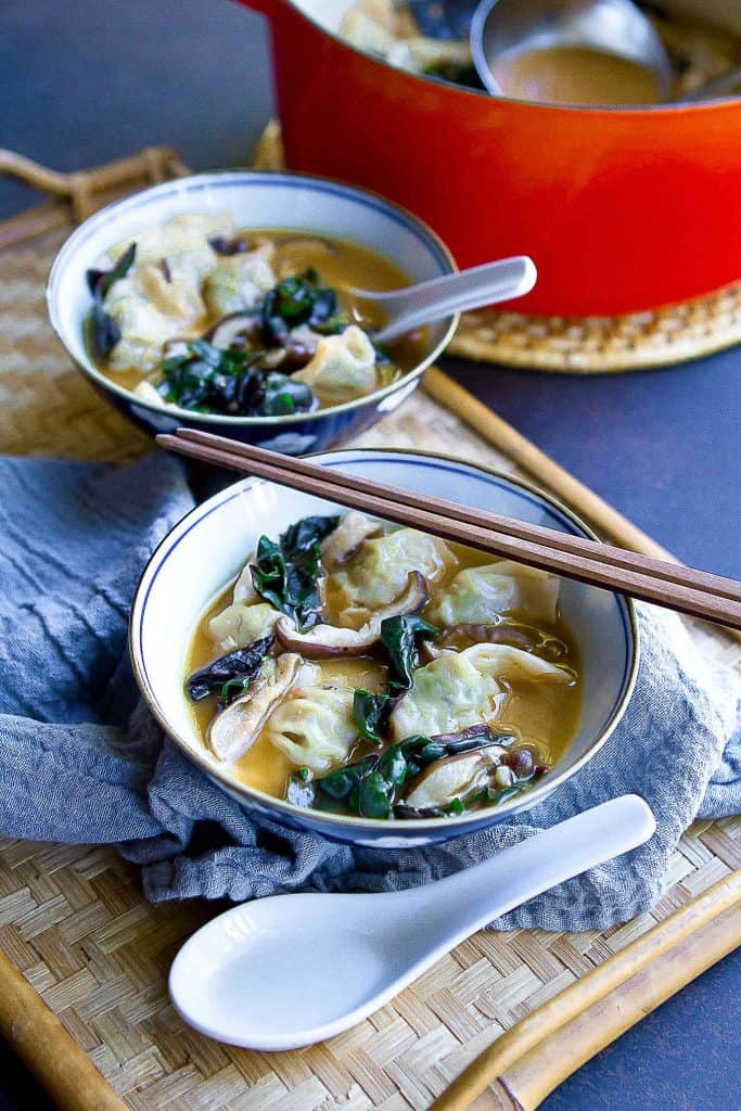 This 15-Minute Wonton Soup is made for busy weeknights! Wonton soup is always a hit with my family & I love that this recipe is loaded with veggies. 172 calories and 3 Weight Watchers SP | Recipe easy | Broth | Recipe Chinese | Healthy #wontonsoup #wontonsouprecipe #souprecipes #weightwatchers #wwblueplan #wwgreenplan #wwpurpleplan