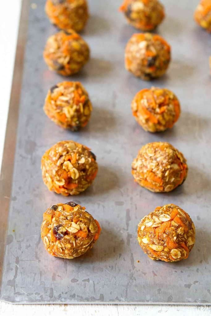 These no-bake energy bites have all of the flavors of carrot cake, without the extra calories, fat or sugar. They're ridiculously good (and also vegan)! 100 calories and 3 Weight Watchers SP | Healthy | Recipes | For kids | Snacks | Healthy low calorie | Plant Based | Gut Health | Almond butter #healthysnacks #energybites #energyballs #weightwatchers #wwblueplan #wwgreenplan #wwpurpleplan