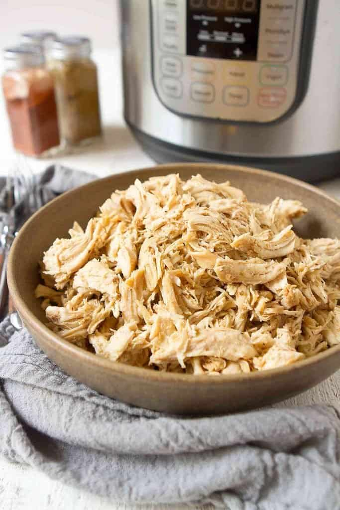 Instant Pot Shredded Chicken is an easy meal prep option. Make a batch at the beginning of the week, and use it in soups, salads, pasta and enchiladas all week long. 101 calories and 0 Weight Watchers SP | Meal Prepping | Recipes healthy | Easy | Pressure Cooker | Insta Pot #instantpot #instapot #pressurecooker #shreddedchicken