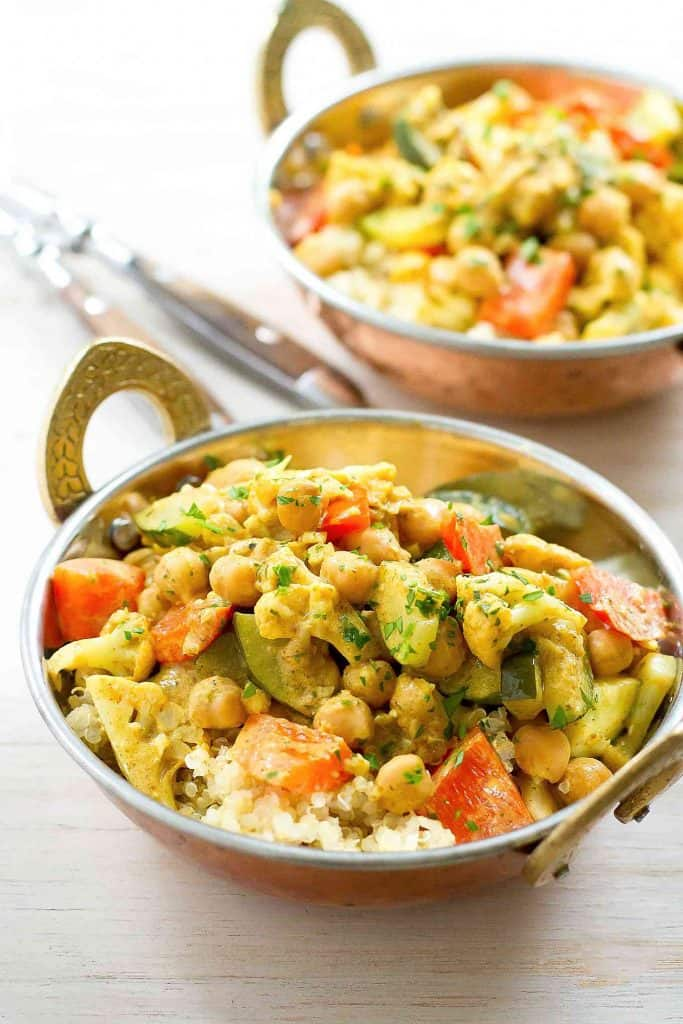 This delicious (and easy!) plant-based Vegetable Curry Quinoa Bowl recipe are a fantastic way to work a healthy dose of vegetables and protein into your day! 240 calories and 5 Weight Watchers SP | Recipes | Healthy | Vegetarian | Vegan | Plant Based | Gut Health #quinoabowls #currybowls #veganrecipes #plantbased #guthealth #wwblueplan #wwgreenplan #wwpurpleplan #weightwatchers