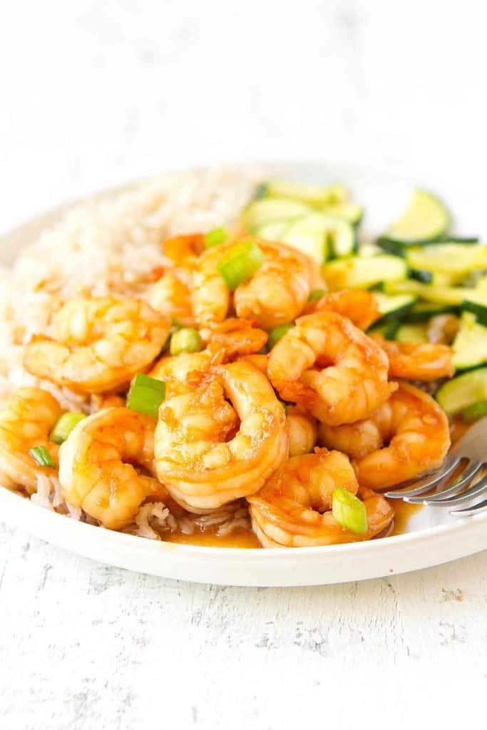 Sweet chili shrimp are the perfect combo of sweet with a little heat. Serve them over rice or quinoa, with a side of stir-fried veggies, for a quick and easy dinner. 182 calories and 3 Weight Watchers SP | Stir Fry | Recipe | Sauce | Recipes #sweetchilishrimp #shrimprecipes #weightwatchers