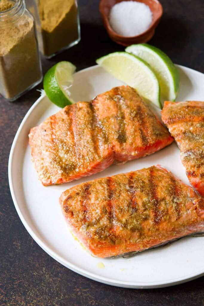 One of the quickest, most delicious grilled fish recipes! This Grilled Salmon recipe gets its flavor from a simple spice rub and a quick sear at high heat. 228 calories and 3 Weight Watchers SP | Recipes | Healthy