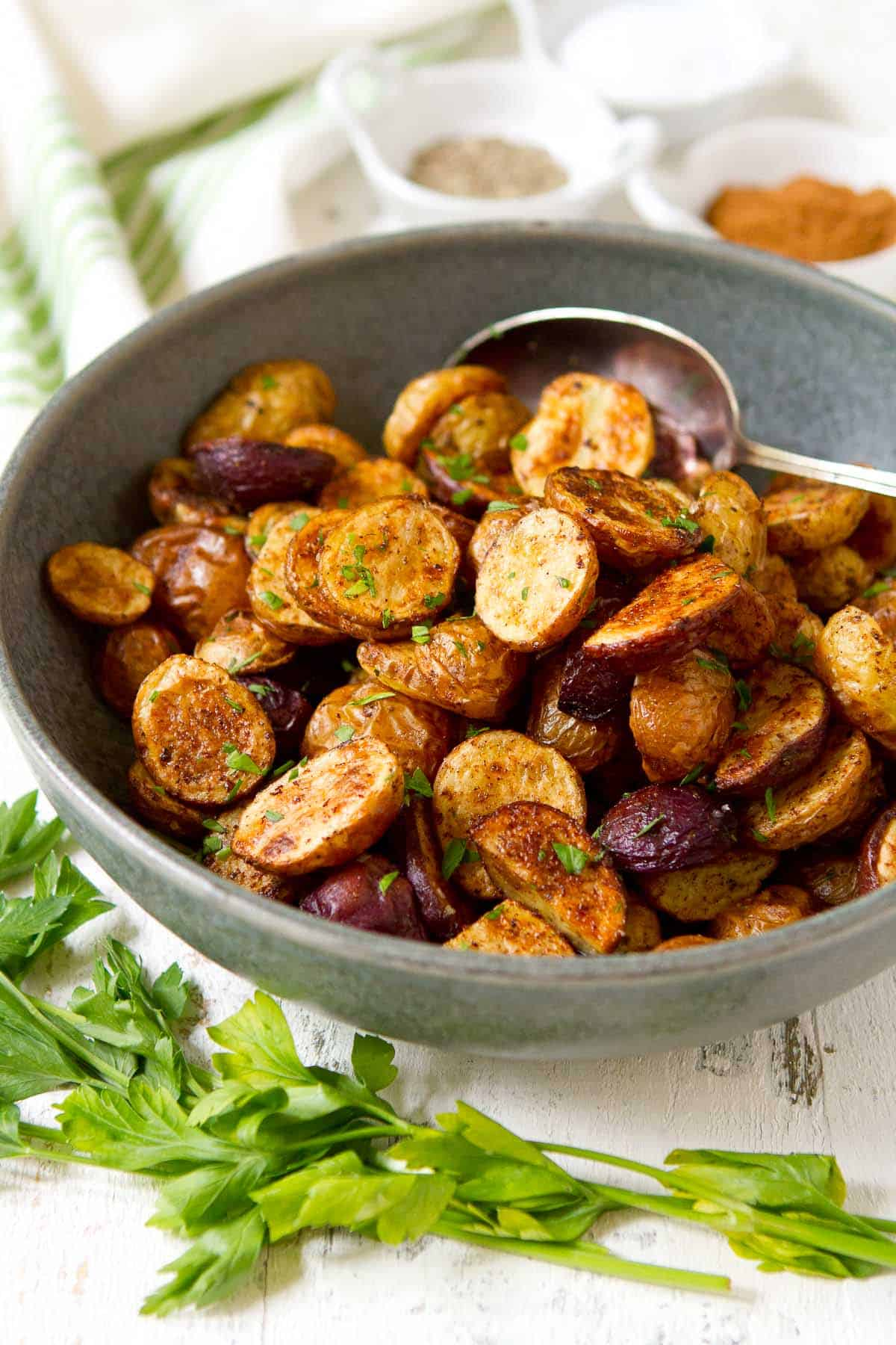 Roasted mini potatoes are pretty much the perfect side dish. Golden brown and tender, these ones are seasoned with Chinese 5-spice powder, but almost any herbs and spices can be used. 111 calories and 3 Weight Watchers SP | In oven | Oven crispy | Oven roasted | Vegan | Vegetarian