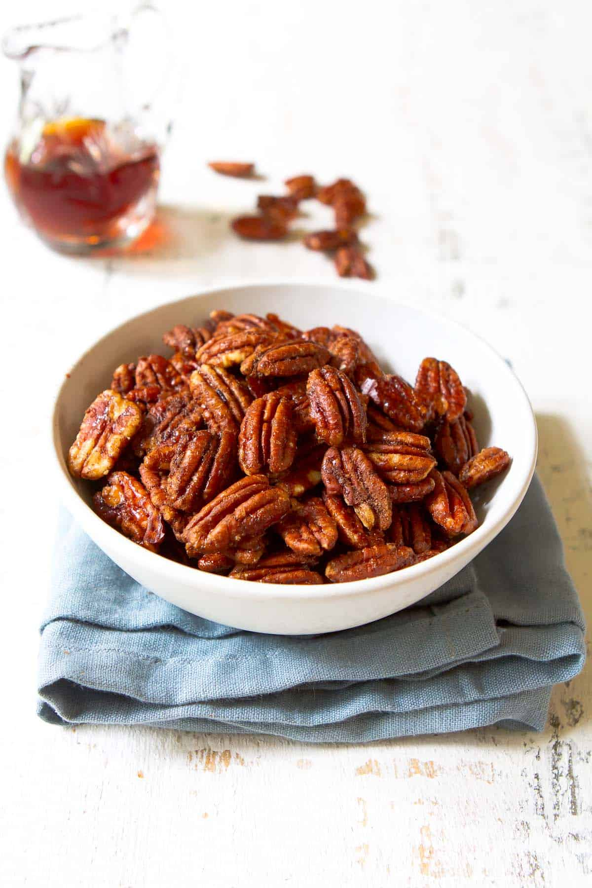 It's almost impossible to stop eating these maple pecans! Toss these into a salad, wrap them up as a gift or snack on them all day long.   Candied   Glazed   Maple syrup   Holiday   Christmas